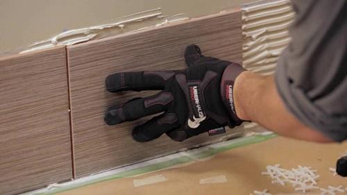 Ốp gạch chân tường chống thấm